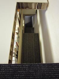 裏階段覗き込み.JPG
